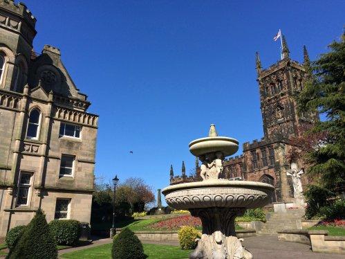 Innenstadt von Wolverhampton mit Kirche