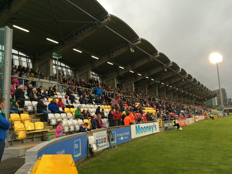 Haupttribüne im Tallaght Stadium