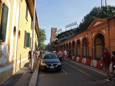 Stadtmauer und Eingang ins Stadion