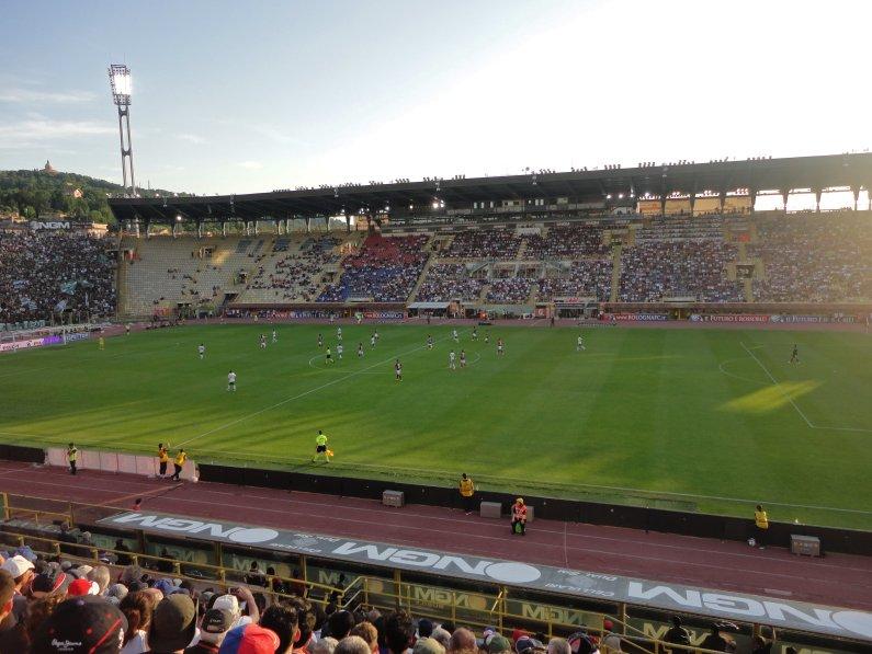 Haupttribüne im Stadion Renato Dall'Ara