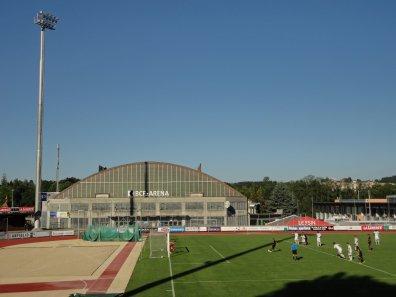 Penalty für die Gäste, im Hintergrund das Eisstadion
