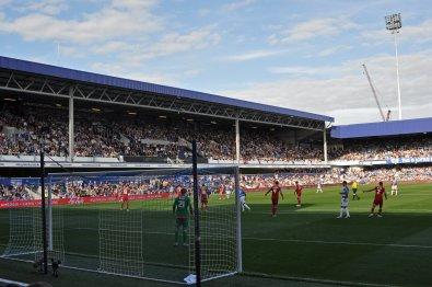 Haupttribüne im Stadion der Queens Park Rangers