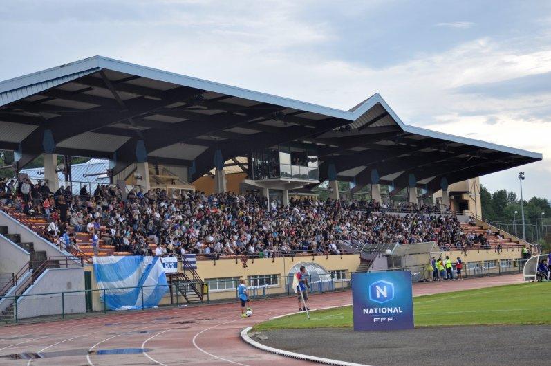 Tribüne im Stadion zu Belfort