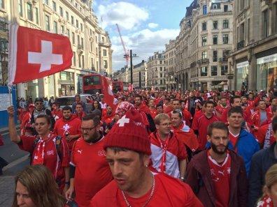 Schweizer Corteo vor dem Spiel