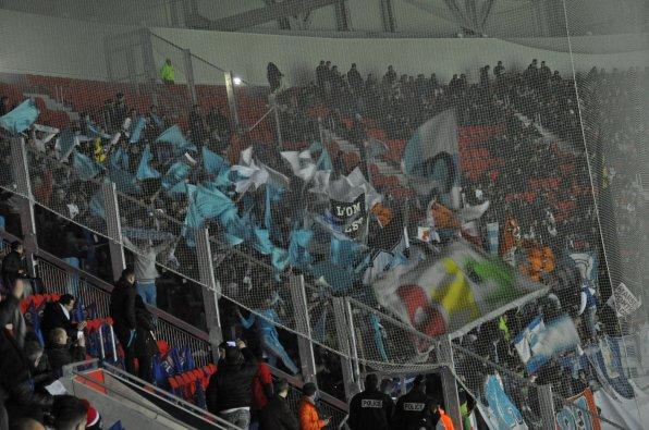 Marseille-Fans füllen den Gästeblock in Lyon