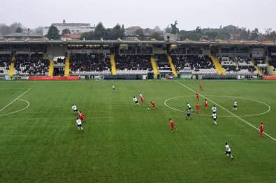 Die Haupttribüne im Stadion Dino Manuzzi