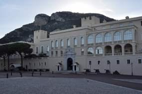 Vor dem Fürstenpalast von Albert dem Zweiten