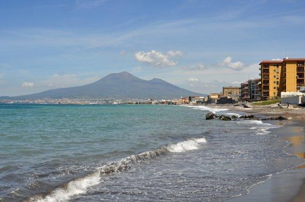 Sehenswerte Aussicht vom Strand in Castellammare di Stabia