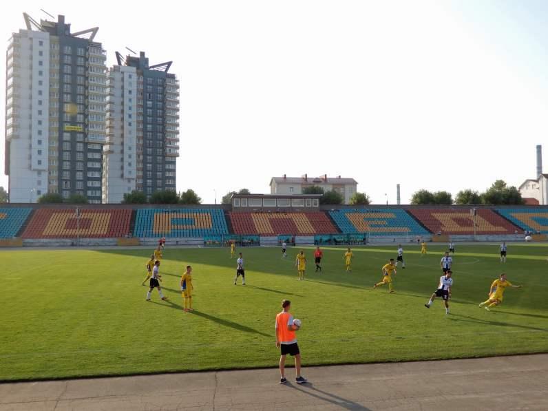 Blick auf die Haupttribüne im Stadion Torpedo