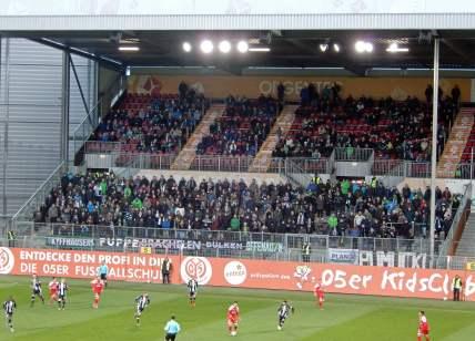Die stattliche Anzahl an mitgereisten Fohlen-Fans