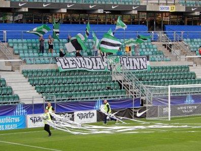 Intro der Levadia-Anhänger zum Spielbeginn