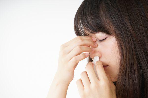 Perché spesso il sangue dal naso: le cause del sanguinamento costante