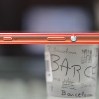 Sony Xperia Z3 Smartphone volume rockers and power buttons
