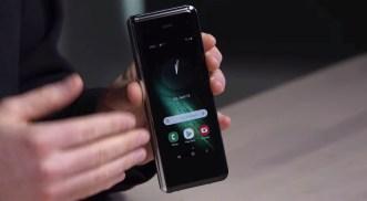 Samsung Galaxy Fold Unboxing 11