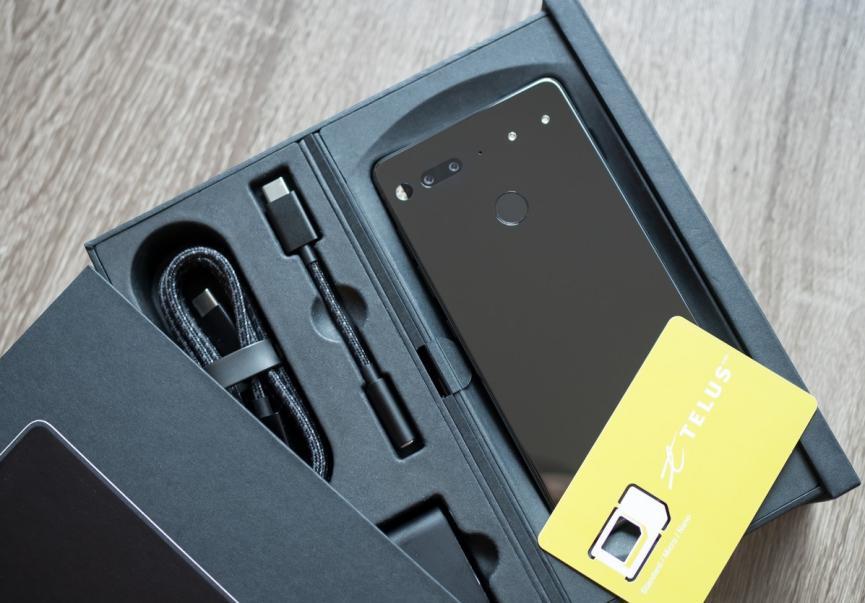 Teléfono móvil Essential de Andy Rubín acusado de robo de tecnología