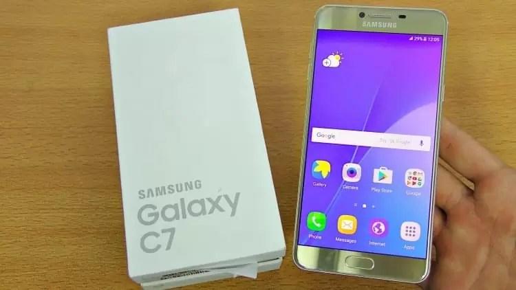 Samsung Galaxy C7 recebe atualização de segurança de dezembro 1