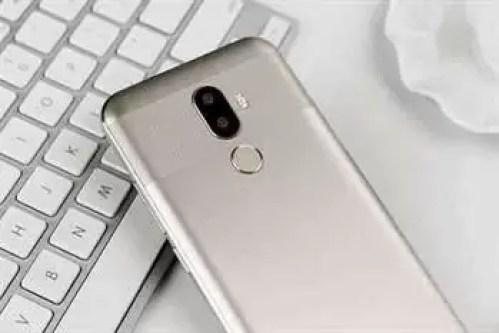O clone do iPhone X OUKITEL U18 é lançado em versão GOLD com, 4GB RAM e 64GB ROM 2
