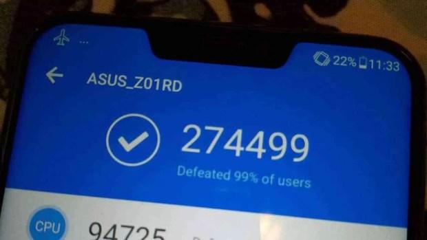 Foto mostra ASUS ZenFone 5Z com o recorde absoluto do Antutu 1