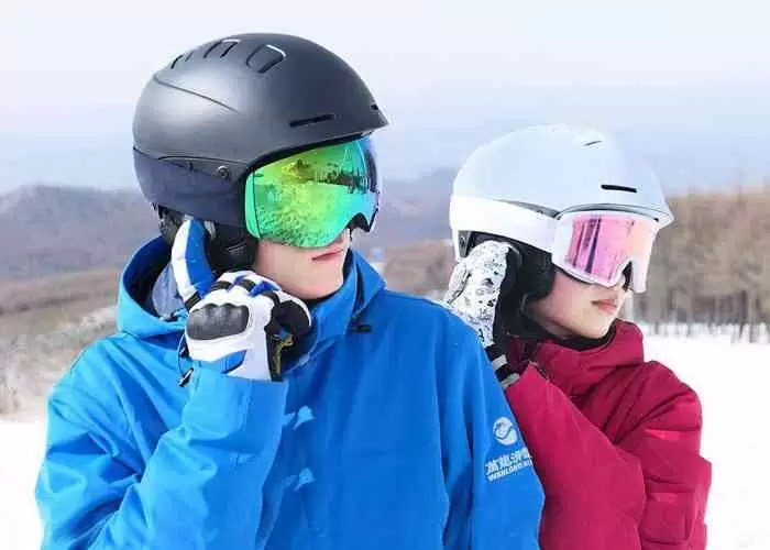 A nova invenção da Xiaomi é um capacete de esqui com fones de ouvido Bluetooth embutidos
