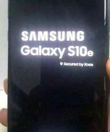 Fotos reais do Galaxy S10e mostram o seu display Infinity-O 3
