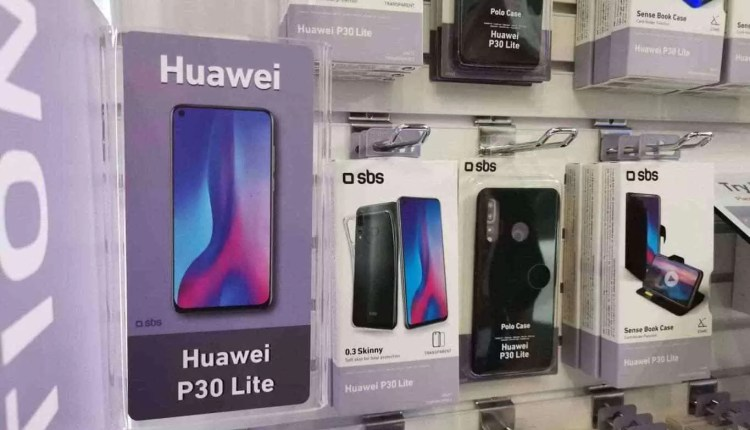 CEO da Huawei visto com o Huawei P30 Pro 10