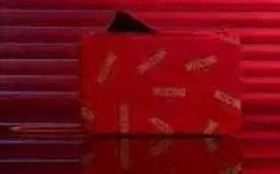 Honor 20 Moschino Edition na sua bolsa de telefone designada