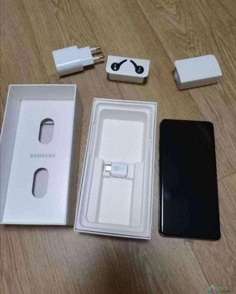 Caixa do Samsung Galaxy S10 5G mostra novo carregador rápido 1