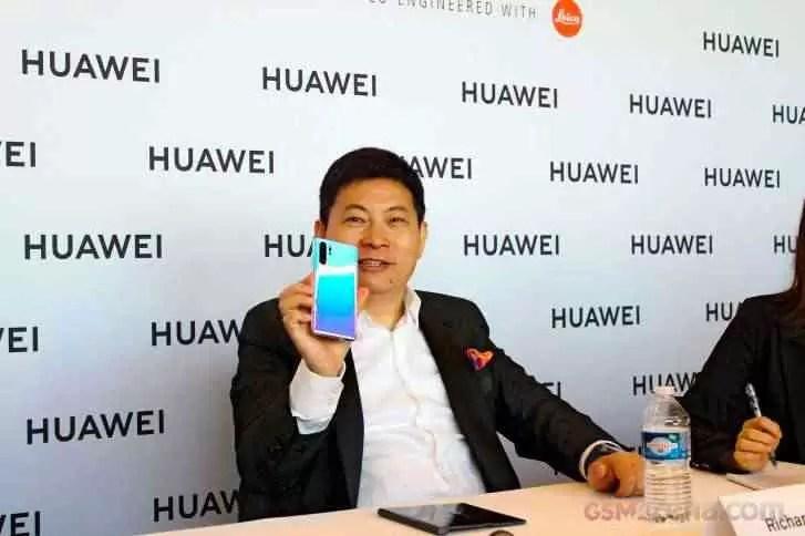 Os smartphones dobráveis da Huawei serão mais pequenos e em maior número 2