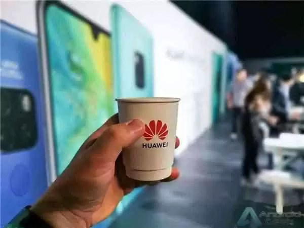 """Huawei """"width ="""" 600 """"height ="""" 450 """"srcset ="""" https://img.gizchina.com/2019/06/Huawei-logo.jpg 600w, https://img.gizchina.com/2019/06/ Huawei-logo-300x225.jpg 300w, https://img.gizchina.com/2019/06/Huawei-logo-335x251.jpg 335w """"tamanhos ="""" (largura max: 600px) 100vw, 600px """"/> A TSMC acredita A TSMC anunciou oficialmente que o processo de 7nm + de segunda geração (7nm N7 +) foi produzido em massa. Esta é a primeira vez que a TSMC também atende aos requisitos do controlo de exportação dos EUA. tecnologia de litografia EUV produzida em massa, liderando a Intel e a Samsung. Anteriormente, foi relatado que a nova geração de Chipsets Kirin da Huawei seria denominada Kirin 985 e será fabricada com o processo de litografia 7vm EUV de segunda geração da TSMC. O processo de embalagem do PoP e continuará a integrar a banda de base 4G, mas a banda de base 5G pode ser conectada. A TSMC já realizou produções de teste bem-sucedidas do Kirin 985 e será produzida em massa no terceiro trimestre. Este Chipset deverá ser usado na Huawei Mate 30 séries. É relatado que a TSMC está constantemente a avançar no processo de 5nm da próxima geração, que aplica totalmente a tecnologia EUV. Espera-se que entre em produção em massa no primeiro trimestre de 2020. Desde que o governo dos Estados Unidos acrescentou <a href="""
