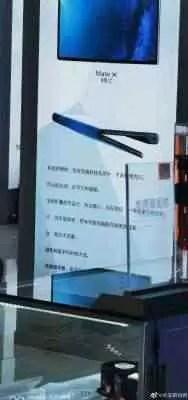 Huawei Mate X cartaz em uma loja na China