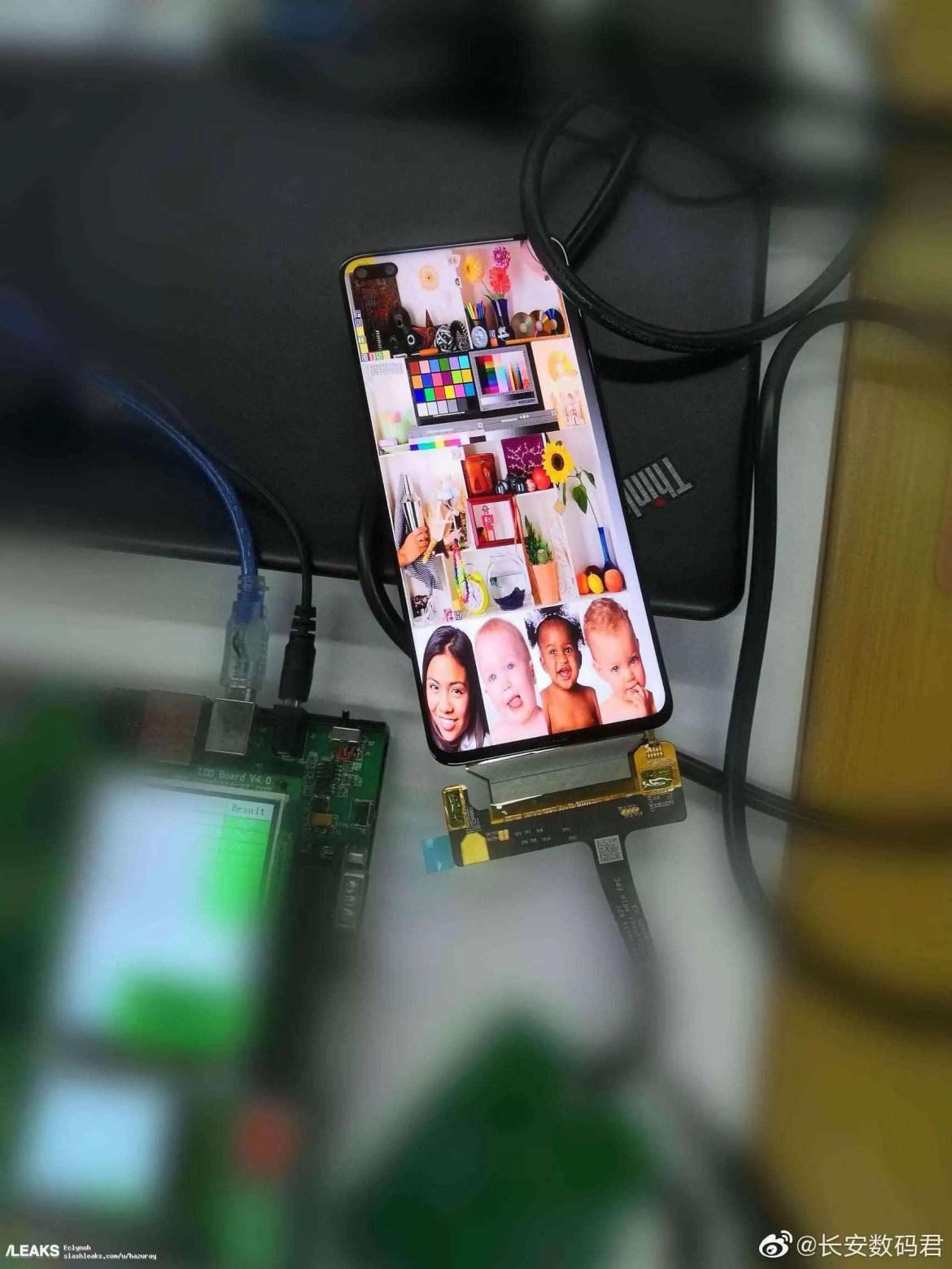 img Honor V30 com câmera selfie dupla com furador