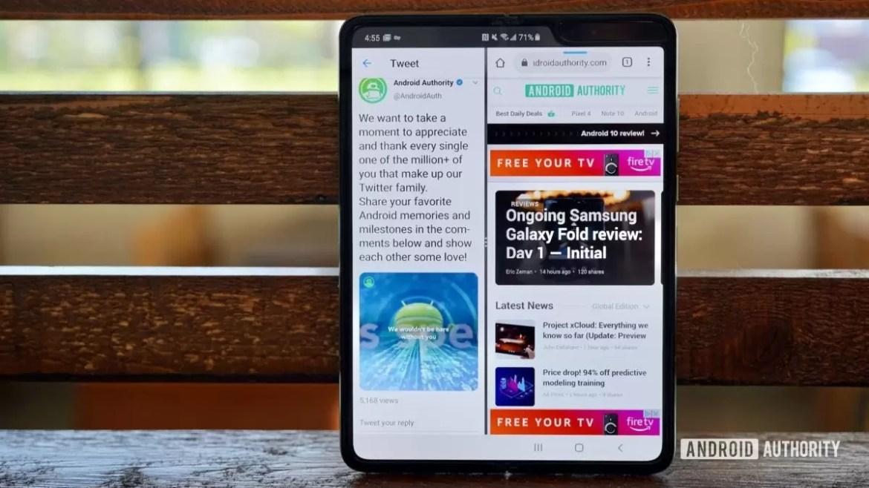 Multitarefa do Samsung Galaxy Fold Review com duas aplicações