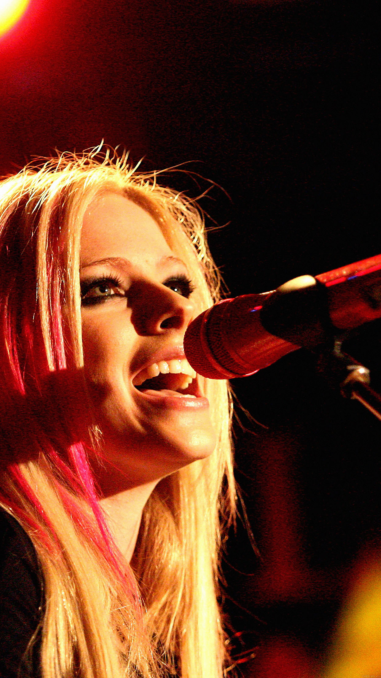 Anime Beach Wallpaper Wallpaper Avril Lavigne Sing Concert Android Wallpaper