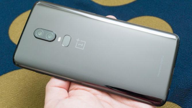 One Plus Six Smartphone Glass
