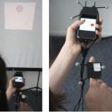 Miniprojektor ermöglicht das Lesen von Handy-Nachrichten auf der Hand