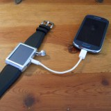 Solarbetriebenes Armband lädt Smartphones in 30 Minuten