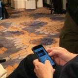 Fail! Ex-Google-CEO Eric Schmidt läuft mit einem iPhone rum