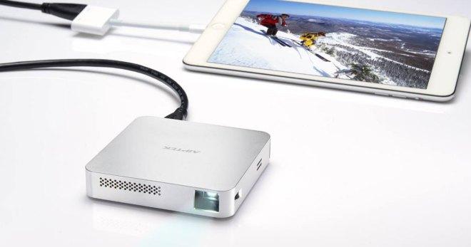 Verbinden kann man Mobilgerät und Beamer entweder per HDMI-Kabel oder das eigene Wifi-Netz.