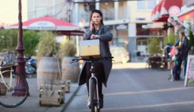 Das selbstfahrende Fahrrad ist nur eine von fünf skurrilen Google-Erfindungen (Foto: YouTube)