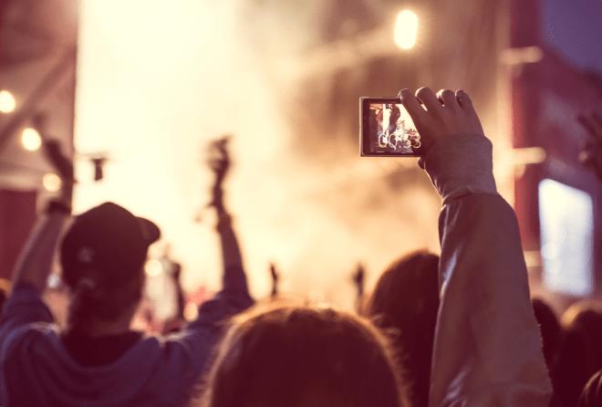 Das Galaxy Note 8 verfügt über eine Kamera mit zwei Objektiven, die für besonders hohe Bildqualität sorgen. Quelle: Yulia Grigoryeva – 205673491 / Shutterstock.com