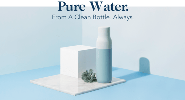 Quartz water bottle cleans itself and the water inside it