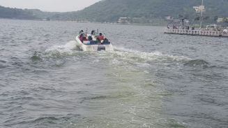 Speedboat thrills in Lake FatehSagar