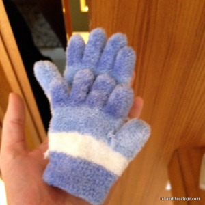 I couldn't get over how cute these little gloves were for Z, so I had to take a (very blurry) photo of them.