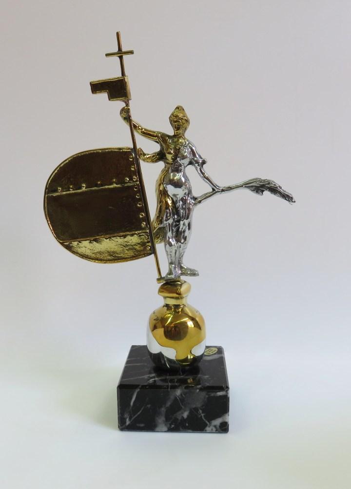 El Giraldillo da forma al trofeo de la Copa Ciudad de Sevilla de Doma Vaquera