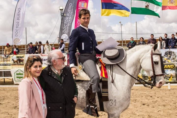 """Álvaro Teba se proclama vencedor del XLVI CNVB de Los Palacios y Villafranca a lomos de""""Manolete"""""""