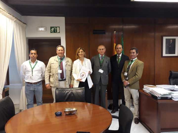 La ANDV, junto a Alicia Martínez en el Parlamento de Andalucía