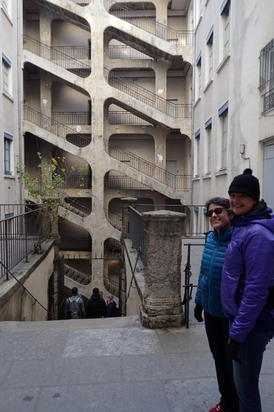 Complexity of Les Traboules