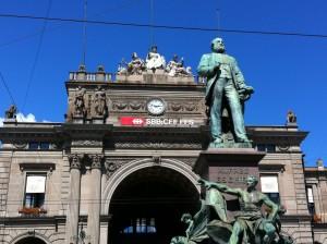 Zürich Hauptbahnhof (Main Station) with statue of Alfred Escher, August 2011.