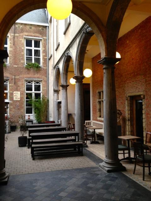 De Groote Witte Arend Restaurant Antwerp - courtyard.