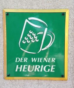 Der Wiener Heurige sign Grinzing Vienna
